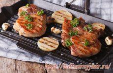 Антрекот с поджаренным луком или как  приготовить мясо просто и вкусно!!!