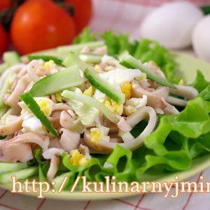 Салат из  консервированных кальмаров — простой и вкусный