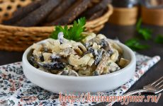 Простой салат из картофеля с шампиньонами и грецкими орехами — пальчики оближешь!