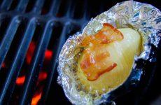 Вкуснейшая картошечка барбекю запеченная в фольге с кусочком сала!