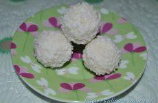 Кокосовые шарики с миндалем и сгущенным молоком — нежнейшие конфеты «рафаэлло»!