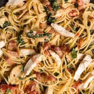 Спагетти с курицей, беконом и шпинатом — быстро, просто и ооочень вкусно!