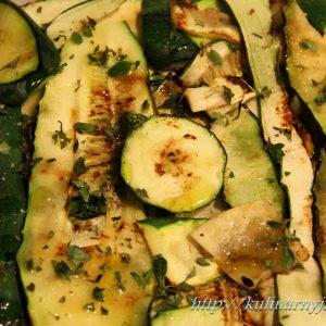 Запеченные огурцы в духовке — сочное и ароматное блюдо!
