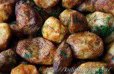 Запеченный картофель по-деревенски — аппетитный с золотистой корочкой!