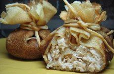 Блинные мешочки с курицей — нарядное и оригинальное блюдо!