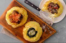 Гнездышки из картофеля с разнообразными начинками — всеми любимое блюдо!