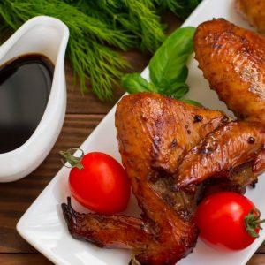 Крылышки в медово-соевом соусе — отличная закуска к пиву!