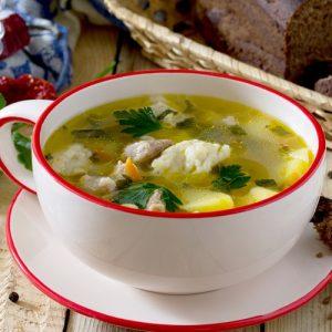 Куриный суп с клецками — легкий супчик!