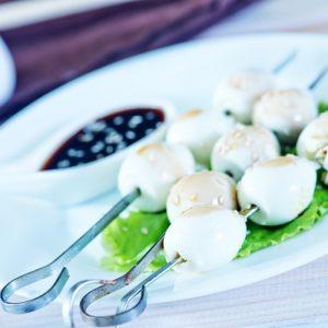 Маринованные перепелиные яйца — яркое украшение праздничного стола!