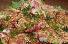 Оладушки из крабовых палочек — простенькие и очень вкусные!