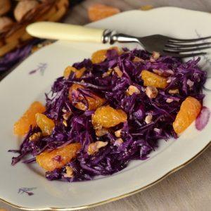 Салат из красной капусты с мандаринами и орехами — новые вкусовые сочетания…