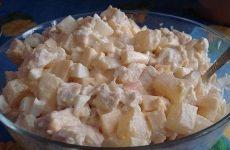 Салат с ананасами и курицей — нежный и вкусненький!
