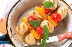 Шашлычки из курицы в духовке — нежное и сочное мясо!