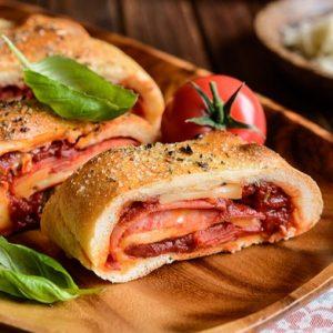Стромболи (пицца-рулет) — очень вкусное блюдо!
