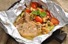 Свиная котлета с белой фасолью и томатами черри — сочное и аппетитное блюдо!