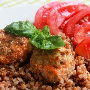 Тефтели с гречкой — очень популярное блюдо!