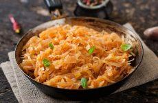 Тушеная капуста — традиционное блюдо на наших столах!