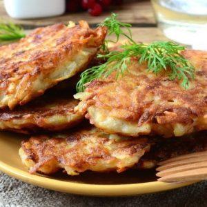 Брамбораки — чешские картофельные драники с добавлением кусочков бекона и обязательно пива!