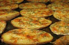 Чесночная картошка, запеченная в духовке — восхитительный вкус!