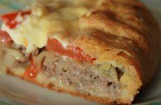Деревенский мясной пирог на картофельном тесте — уж больно вкусно!