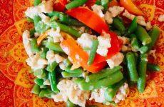 Фасоль стручковая с перцем и куриным фаршем — вкусно и питательно!