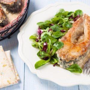 Карп в молочно-луковом соусе — вкусненькая рыбка!