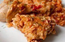 Курица с рисом в томате — вкусное, сытное и доступное блюдо!