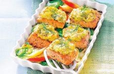 Лосось под картофельной корочкой — вкусный и простой рецепт хорошего обеда или ужина!
