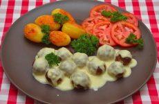 Мясные шарики из говяжьего фарша под сливочным соусом — очень аппетитные!