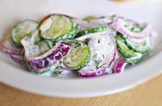 Огуречный салат с соусом — полезный, приятный, вкусный!