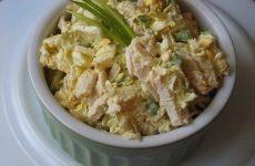 Салат из пекинской капусты с сухариками — просто объедение!