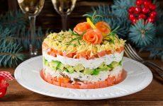 Салат с лососем и авокадо — легкий, но сытненький!