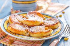 Вкуснейшие пышные оладушки — быстрый и вкусный завтрак!