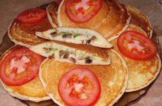 Закрытые блинчики с грибами, сыром и зеленым луком — яркий аромат…!