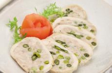 Галантин из курицы — очень нежная закуска, результат превосходит все ожидания!