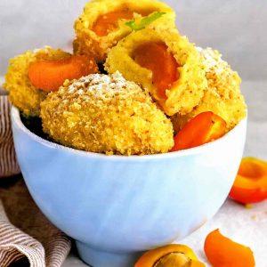 Картофельные кнедлики с абрикосами — удивительно сытное, вкусное и простое блюдо!