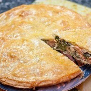 Пирог с семгой, брынзой и шпинатом — очень вкусно, словами передать невозможно…!
