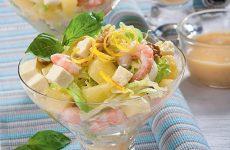 Салат с ананасом, сыром фета и креветками — очень простой, легкий и просто восхитительный салатик!