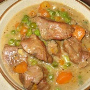 Телятина, тушеная с морковью и горошком — вкусное мягкое мясо и тушеные овощи!