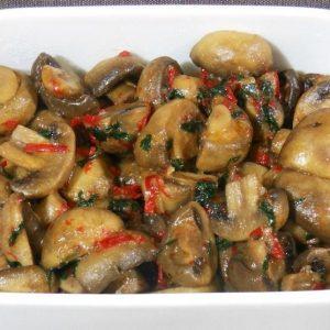Тушеные грибы с чесноком и перцем чили — обалденная закусочка!