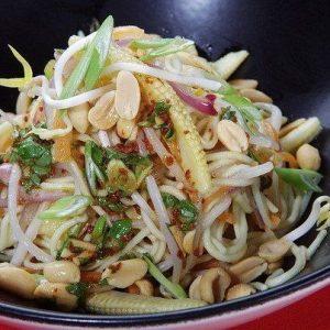 Вегетарианский салат с лапшой — вкусный и очень полезненький салатик!