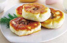 Беляши — пирожки из нежного теста с сочной ароматной мясной начинкой!