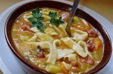 Фасолевый суп с домашней лапшой — оригинальный и очень сытный вариант для первых блюд, рекомендую!