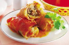 Голубцы с мясом и рисом в тесте — вкусное и сытное блюдо!