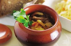 Говядина в горшочке с квашеной капустой — необыкновенно вкусно!
