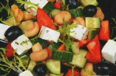 Салат с шампиньонами и сыром фета — замечательный и неожиданный по вкусу салат!