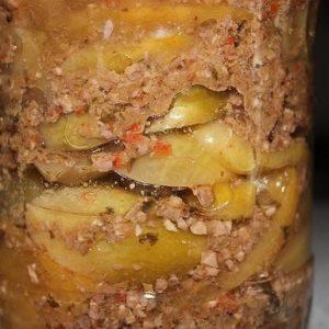 Заготовка из зелёных помидор в ореховом маринаде — её обязательно стоит попробовать!