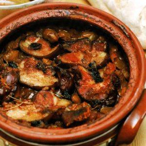Говядина, запеченная с грибами в горшочке — сочный вкус!
