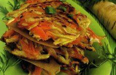 Драники с кабачком, капустой, картофелем и морковью — незаурядная интерпретация привычного блюда!