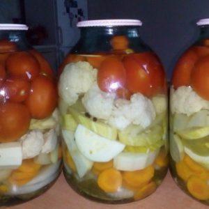 Овощное ассорти, маринованное на зиму без стерилизации — просто и вкусно!